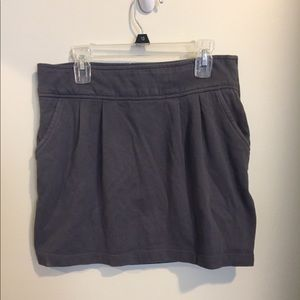 Gray skirt with pockets